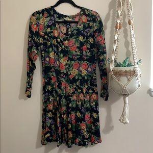 Dresses & Skirts - Vintage floral long sleeve dress
